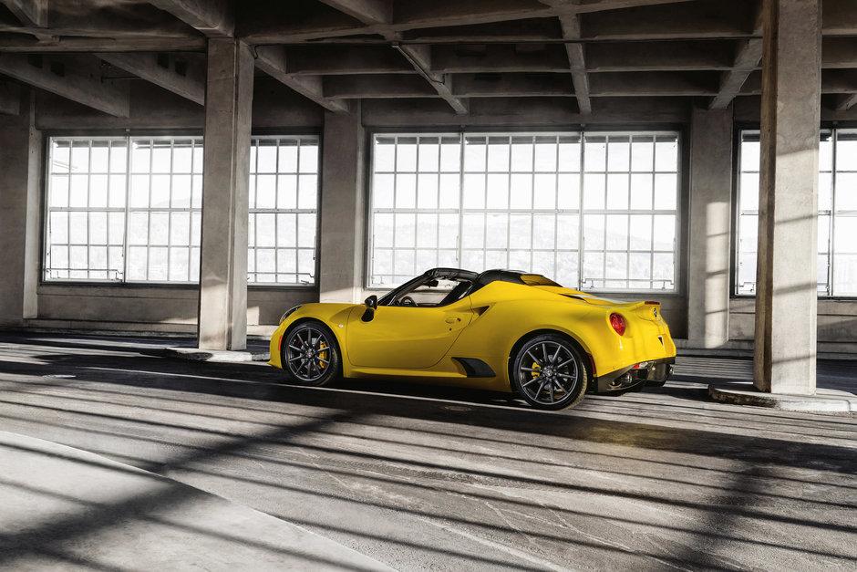 Alfa Romeo 4C Spider debuteaza la Salonul Auto de la Detroit 2015