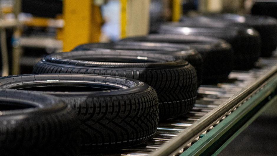 Am fost intr-o fabrica de anvelope si am vazut cum se fac cele mai importante piese auto