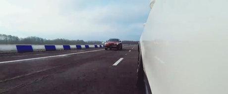 Ambele au 510 CAI si tractiune integrala, insa Alfa pierde cursa. Masina germana castiga detasat duelul