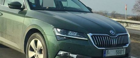 Ar putea fi aceasta noua Skoda Superb? Imaginile interesante surprinse pe o autostrada din Cehia