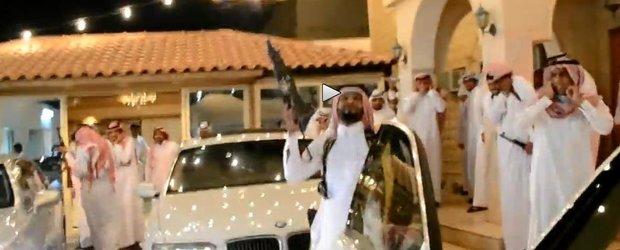 Arabeti nebuni si modul lor de distractie printre masini... albe