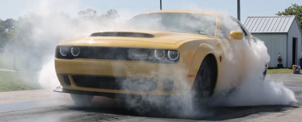 Are 892 de cai pe puntea spate si face suta in fix 2 secunde. Uite in actiune un Dodge Demon tunat de Hennessey