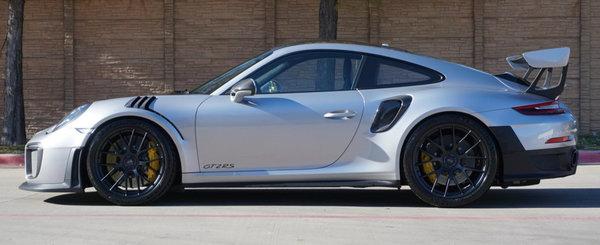 Are tot ce ti-ai putea dori, inclusiv mult ravnitul pachet Weissach. Cu cat se vinde acum acest Porsche 911 GT2 RS