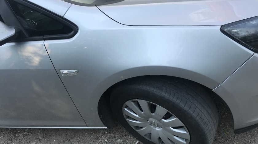 Aripa dreapta fata Opel Astra J
