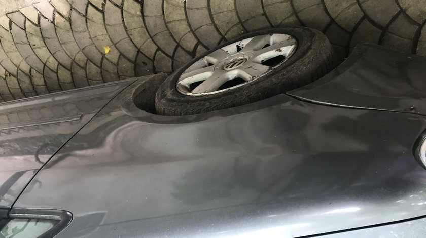 Aripa stanga fata Volkswagen touran 2005 cu defect