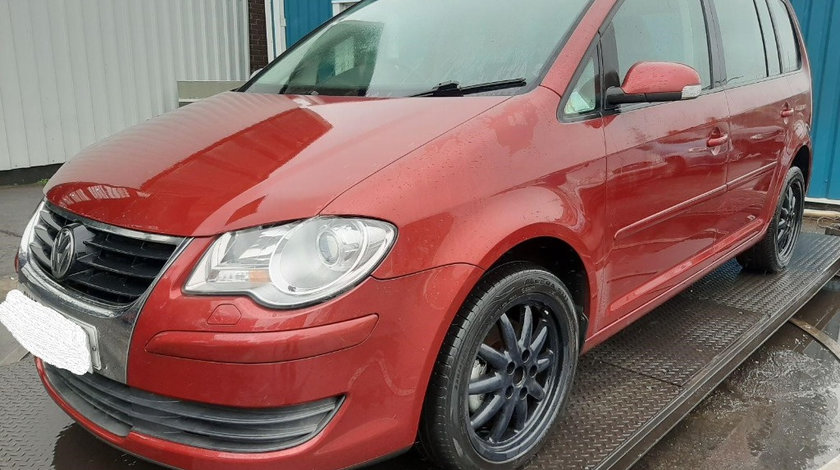 Aripa stanga fata Volkswagen Touran 2008 Hatchback 2.0 tdi
