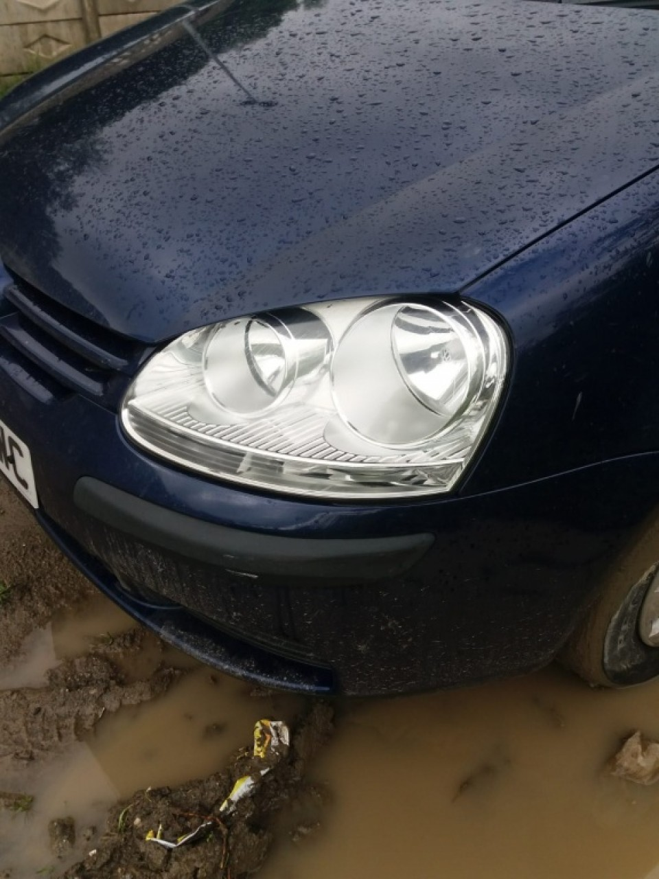Aripa stanga fata VW Golf 5