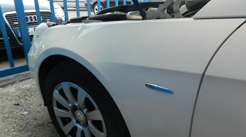 Aripa stanga Mercedes E-CLASS W212 model 2012