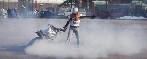 Arta pe 2 roti:  Cascadorii moto la 4TuningDAYS 2010