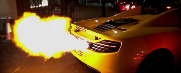 Aruncatorul de flacari perfect: Show incendiar oferit de un McLaren 12C