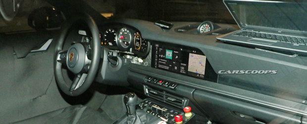 Asa arata interiorul noului 911 inainte ca Porsche sa vrea ca tu sa il vezi. FOTO SPION