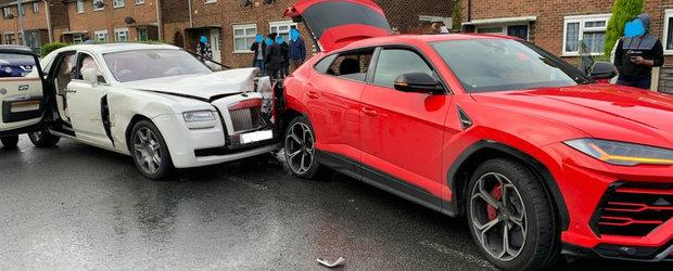 Asta da accident scump. S-a oprit cu un Rolls-Royce fix in spatele unui Lamborghini Urus