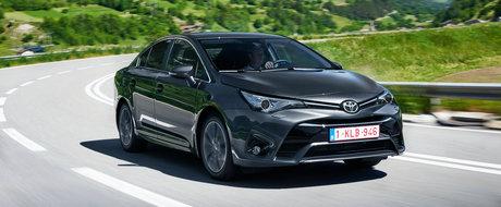 Asta da inventie ciudata. Toyota a patentat un sistem care recupereaza obiectele scapate intre scaunele masinii