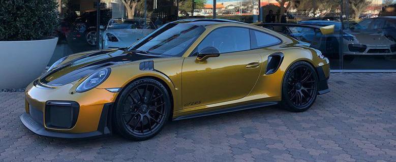 Asta-i aroganta suprema. Numai vopseaua de pe acest PORSCHE 911 GT2 RS costa 82.000 de euro