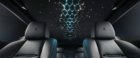 Asta-i noua definitie a luxului de la Rolls-Royce: are 88 de diamante negre si emblema din fibra de carbon