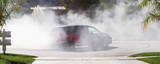 ASTA se poate intampla cand lasi o masina de 550 CP pe mana unei femei