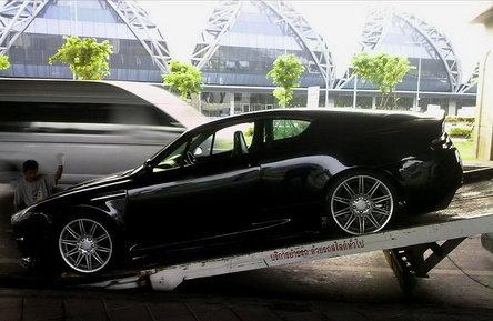 Aston Martin DBS? Nu, doar un Opel Calibra...