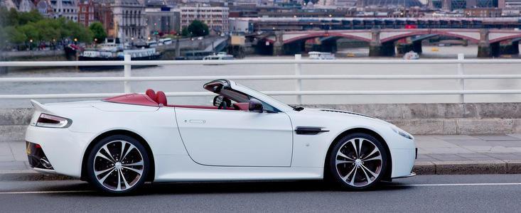 Aston Martin V12 Vantage Roadster - Din Marea Britanie, cu dragoste si pasiune