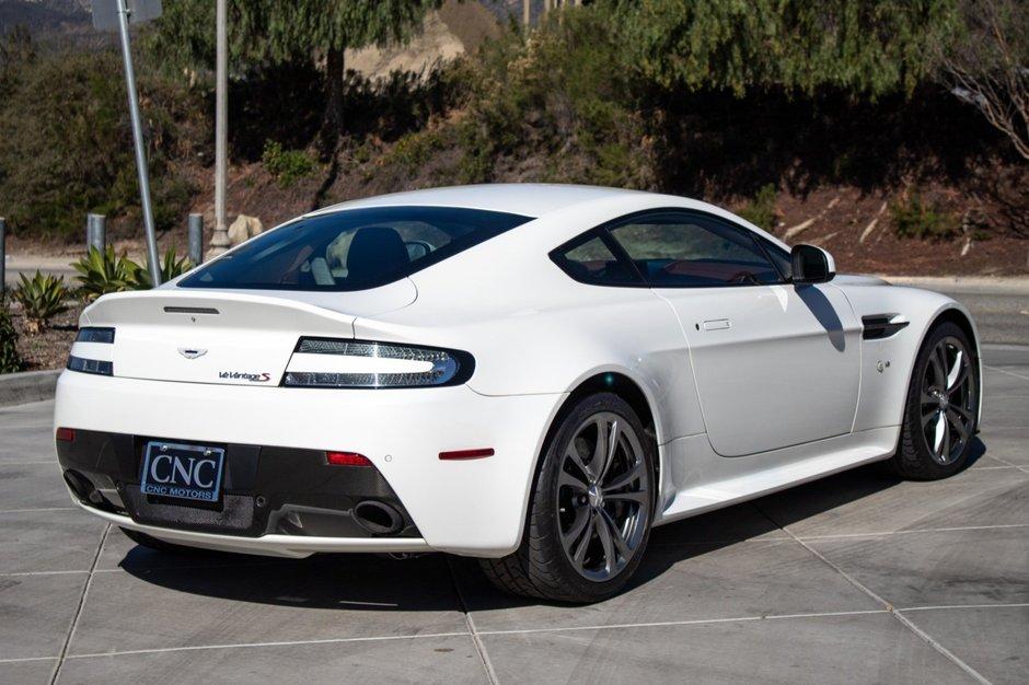 Aston V12 Vantage S cu 167 de mile