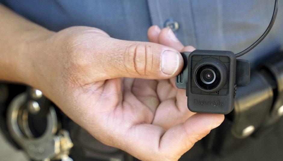 Atentie, soferi! De azi, agentii Politiei Rutiere inregistreaza convorbirea cu soferul cu camere de $800