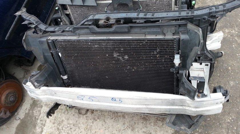 Audi Q5 trager faruri bara fata radiatoare