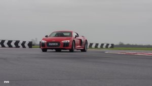 Audi R8 V10 Plus vs. Porsche 911 Turbo S: Care-i mai rapid pe circuit?