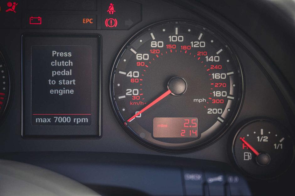 Audi RS4 B7 cu 349 de kilometri la bord