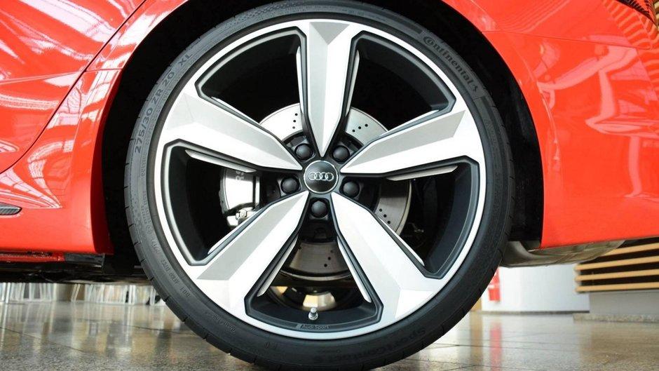 Audi RS4 in Misano Red
