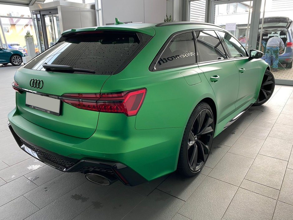 Audi RS6 Avant in Boston Green Matt metal