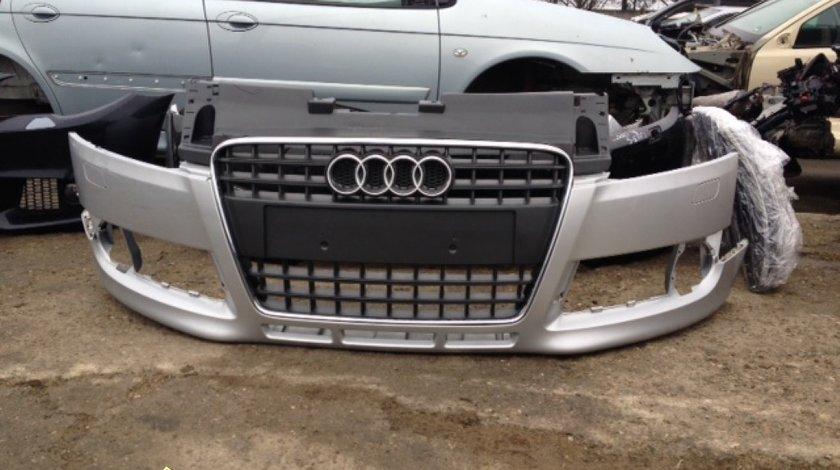 Audi TT bara fata cu grila centrala grila e foarte putin fisurata sus nu pe crom produs original