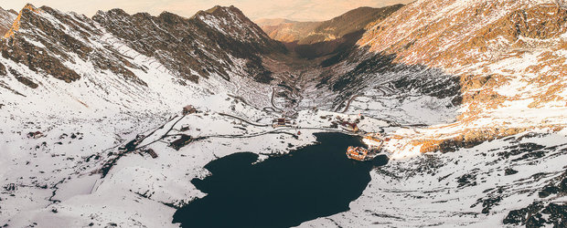 Autoritatile s-au pus pe treaba. A inceput curatarea TRANSFAGARASANULUI, cel mai frumos drum montan din lume