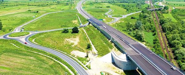 Autostrada fisurata ar putea fi deschisa circulatiei rutiere. Expertii recomanda restrictie de viteza