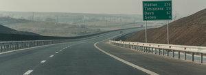 """Autostrada """"minune"""" are din nou probleme. Restrictii pe Orastie-Sibiu"""