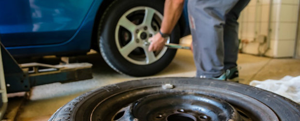 Avantajele unui aparat de dejantat roti automat in activitatea unui atelier auto