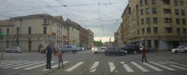 Aventuri cu pistoale si masini in traficul din Rusia