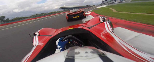 BAC Mono vs McLaren P1: Duel spectaculos pe pista de la Silverstone