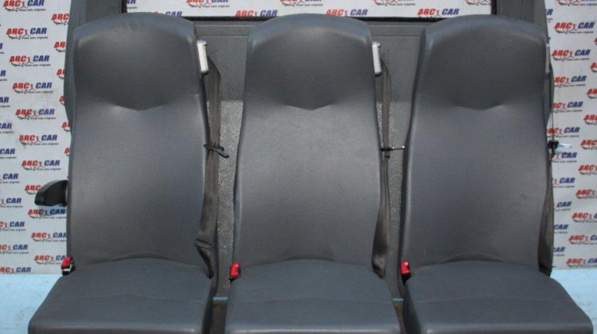 Bancheta spate cu 3 locuri cu panou despartitor Mercedes Vito W639 model 2008