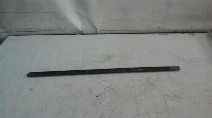Bandou usa fata dreapta Dacia Logan An 2004-2008 cod 8200697226