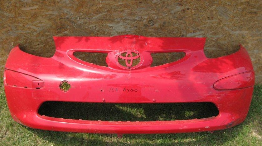 Bara fata ieftina Toyota Aygo culoare rosu fara bandouri mica fisura