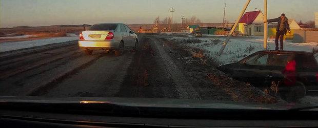 Bataie in trafic: Doi rusi se iau la bataie dupa ce se acroseaza in trafic