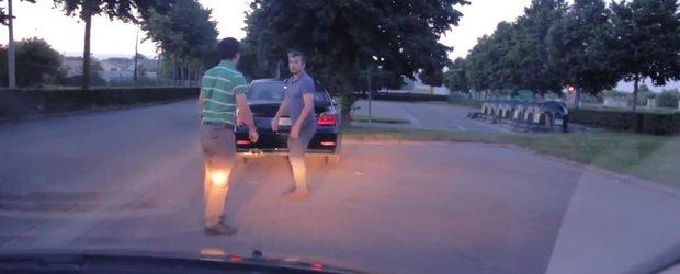 Bataie nemaivazuta in trafic: violenta la volan, asa cum trebuie