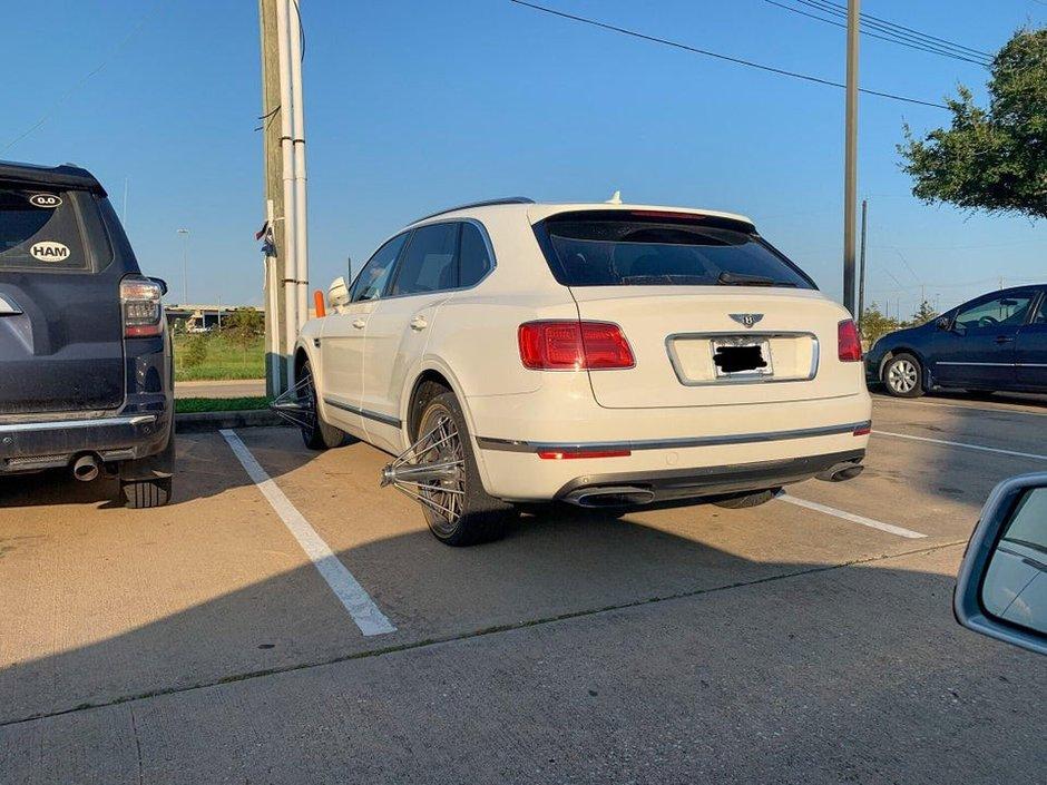 Bentley Bentayga cu jante Swanga