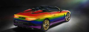 Bentley-ul de 1.7 milioane de euro a fost vopsit in toate culorile curcubeului. La propriu