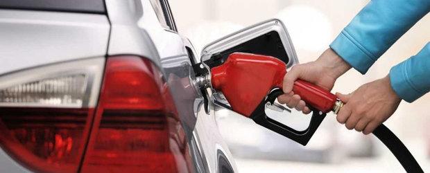 Benzina s-a ieftinit atat de mult incat un litru costa acum mai putin decat in 2010