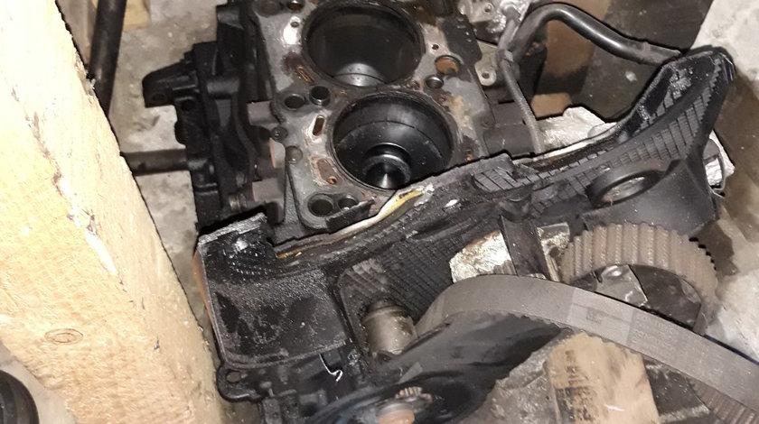 Bloc motor ambielat Volkswagen Passat B6 2.0 TDI cod BKP