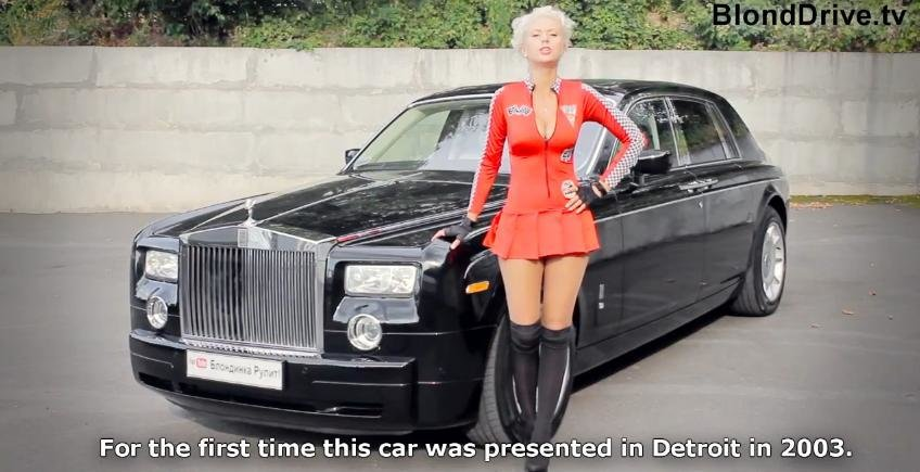 Blonda sexy revine si ne prezinta un Rolls-Royce Phantom