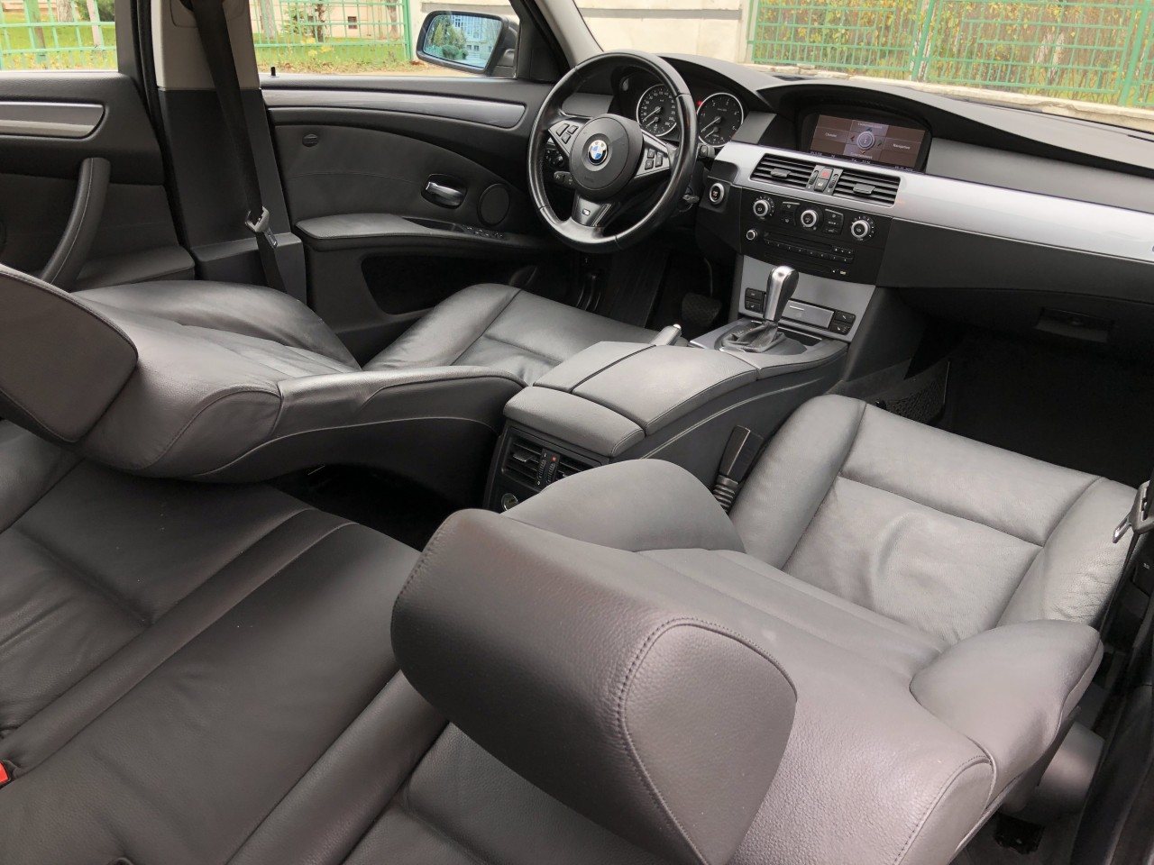 BMW 520 BMW 520d FaceLift 163CP!!!–Automata / Navi Mare / Bi-xenon / Piele / Pilot / PDC fata+spate / Bluetooth / Volan M5 / Magazie 6CD etc... RECENT ADUSA DIN GERMANIA!!! 2007