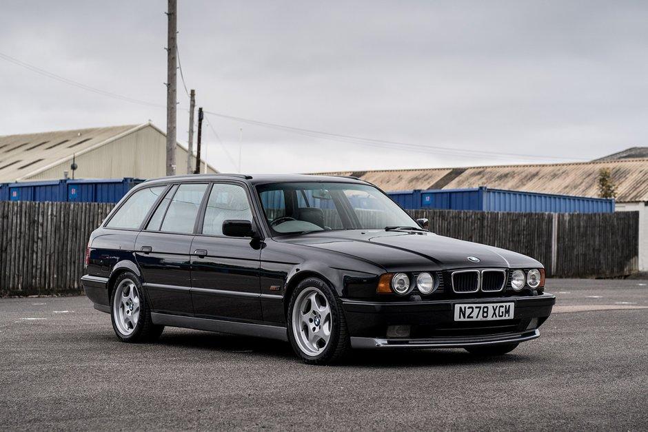 BMW 525i transformat in M5 Touring