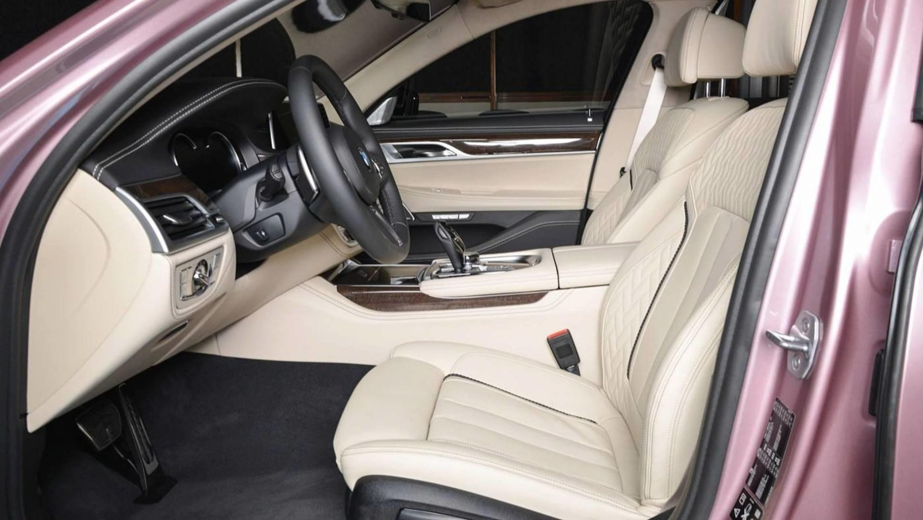 BMW 750Li xDrive in Rose Quartz - BMW 750Li xDrive in Rose Quartz