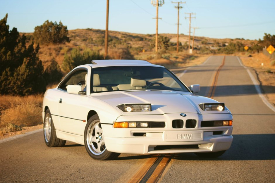 BMW 850CSi cu interior alb
